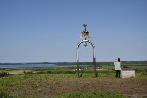 幸福の鐘とおばさん.JPG